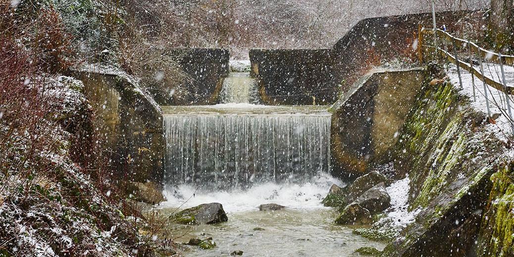 schneefall-wasserfall-titel