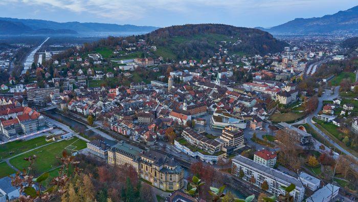 Feldkirch in blauer Stunde | Sony A7 III | Sony 24–105mm f4 | 24mm | f/8 | 1/3sec | ISO-100 | Stativ